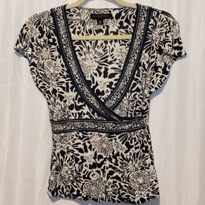 Banana Republic 100% silk deep vneck floral blouse